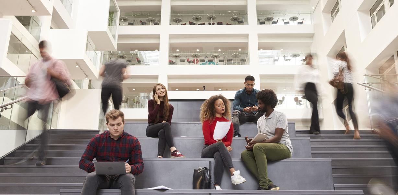 Школьницу из США пригласили на учебу сразу 115 колледжей