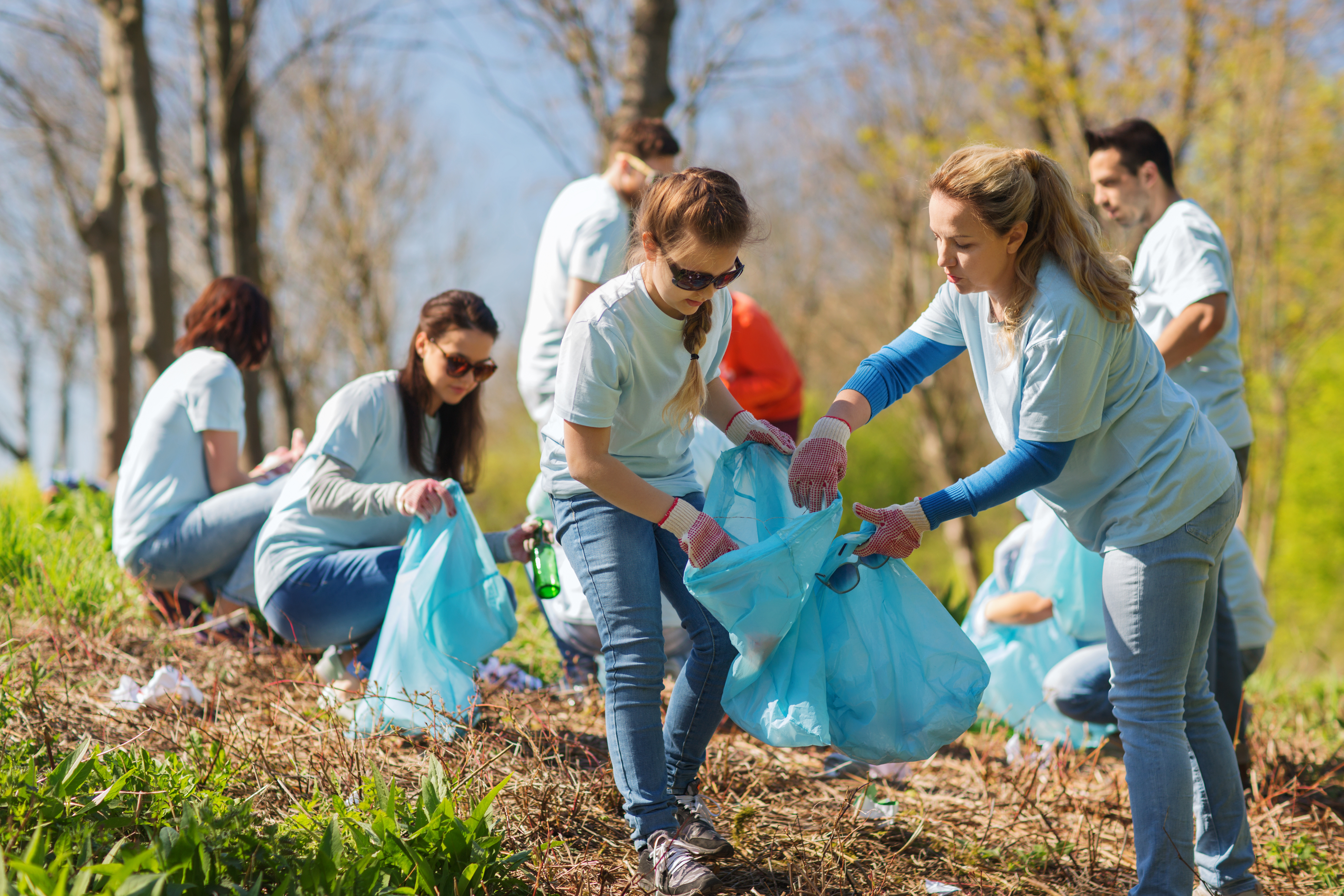 children cleaning the environment