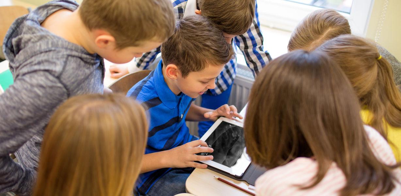Медведев призвал не связывать ЧП в школах только с интернетом